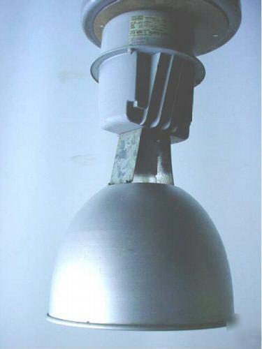 hubbell industrial 400w mercury vapor lights lighting. Black Bedroom Furniture Sets. Home Design Ideas